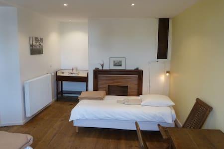 Double room with 4 beds with Bathroom & breakfast - Rumah Tamu