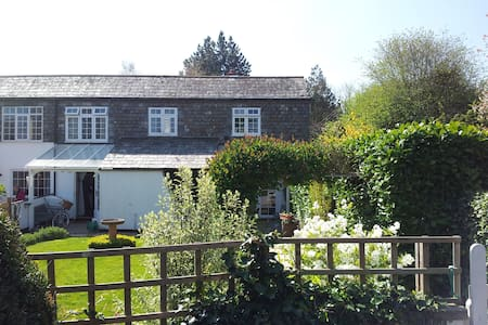 Rural Home just outside Exeter sgl - Bed & Breakfast