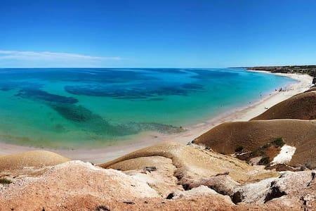 10 min walk to Port Willunga beach! - Hus