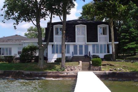 Lake Maxinkuckee East Shore Home - Culver - Dom