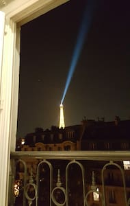Studette vue sur la Tour Eiffel pour petit budget - Appartement