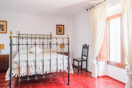 Stunning Andalusian Villa, Axarquía - Cútar - Bed & Breakfast