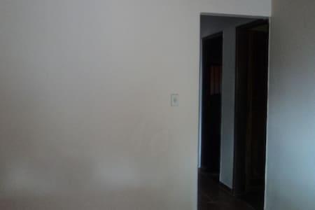 Linda e confortável casa. - House