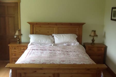 Private spacious comfortable home , - Feighquin - Bed & Breakfast