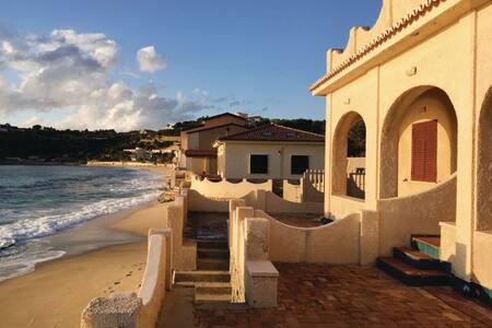 Villa Leone, a 5 metri dal mare! - Santa Maria - Villa
