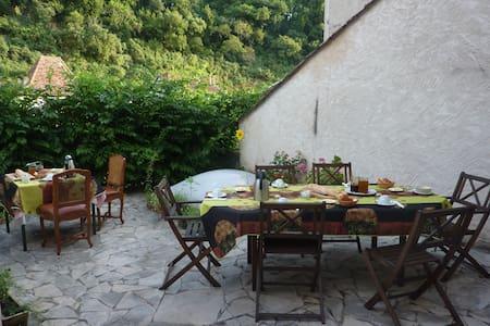 Chambres d'hôtes Au Nid des Thés - Brantôme - Bed & Breakfast