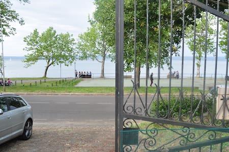 Affittasi casa sul Lago di Bolsena - Hus