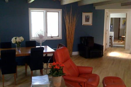 Room type: Entire home/apt Property type: House Accommodates: 4 Bedrooms: 3 Bathrooms: 2.5