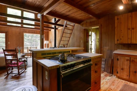 Room type: Entire home/apt Property type: Cabin Accommodates: 6 Bedrooms: 2 Bathrooms: 1