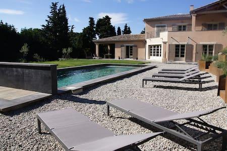 proche st Rémy  avec piscine