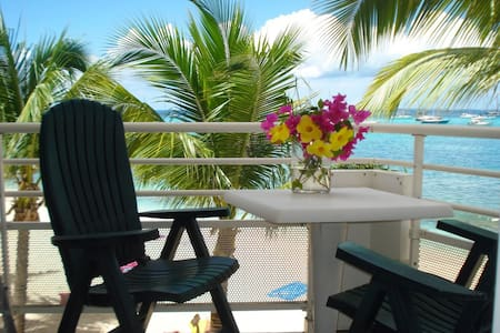 Beachfront condo-Marigot St Martin. - Appartement