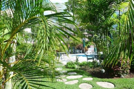 Lush gardens/gated condos - Bridgetown - Appartement
