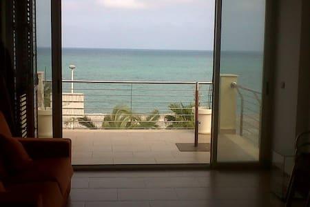 Atico primera linea playa - Leilighet