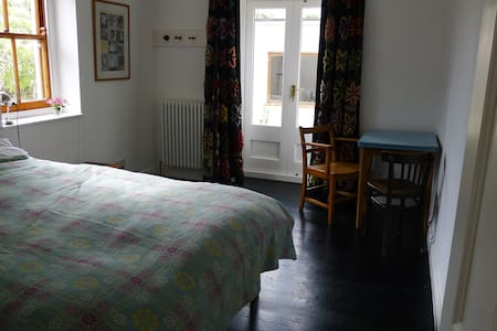 Private double room with ensuite, central Falmouth - Casa