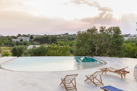 Stylish Trullo's Lamia with pool - Ostuni