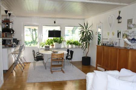 Havsnära villa i Arild - Huis