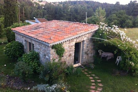 Joli studio indépendant avec jardin - Apartmen