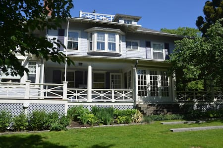 Four Winds Nahant: Zephyr Suite - Bed & Breakfast