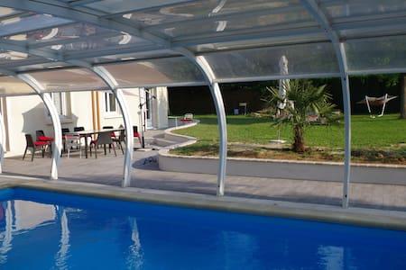 Villa avec piscine 35kms de Paris - Huis