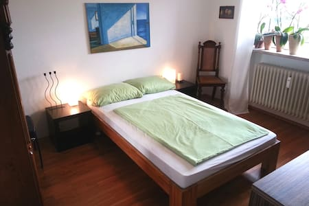 Room type: Private room Bed type: Real Bed Property type: Bed & Breakfast Accommodates: 1 Bedrooms: 1 Bathrooms: 0.5