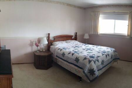 Spacious bedrooms near BART subway - Castro Valley - Casa