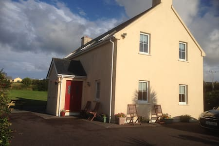 Waterville Holiday Home (3 bed all en-suite). - House