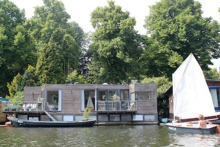 Sunny houseboat + motorboat Utrecht near centre - Egyéb