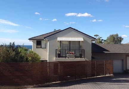 Modern 4 Bed Townhouse on Beaches - Narraweena