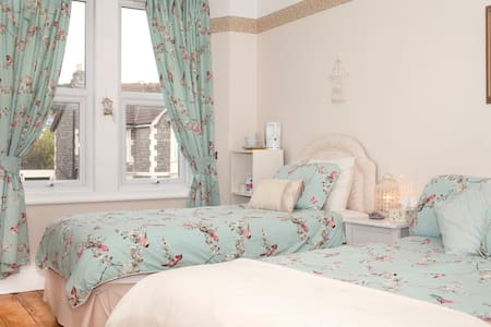 One of two well proportioned rooms decorated to a good standard in a lovely old house a mile from the seafront in Weston-super-Mare, a Victorian seaside resort. Play pool or piano in our front room, or indulge in a massage or hot tub/sauna session outside!