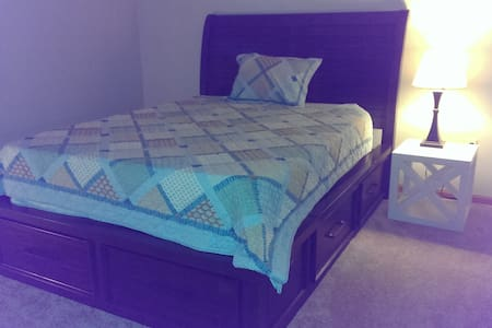 Queen Size Bed, Full Bath -a - Condominium