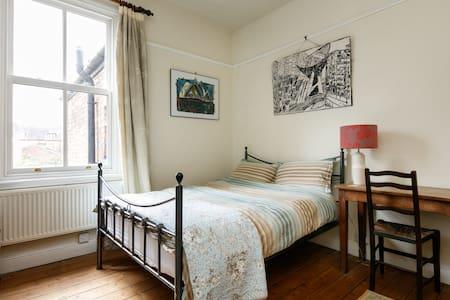 Quiet Double Room - Edwardian House - Urmston