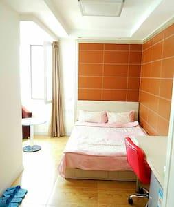 无敌海景大床房 家乐福边 五四广场旁 电梯 精装 20楼 独立卫浴 - Qingdao - Apartment