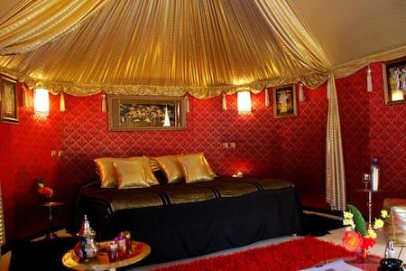 "N°8 : Tente "" Hoceima "" - Marrakesh - Bed & Breakfast"