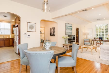 Designer Digs In Beverly Hills - Beverly Hills - Apartment