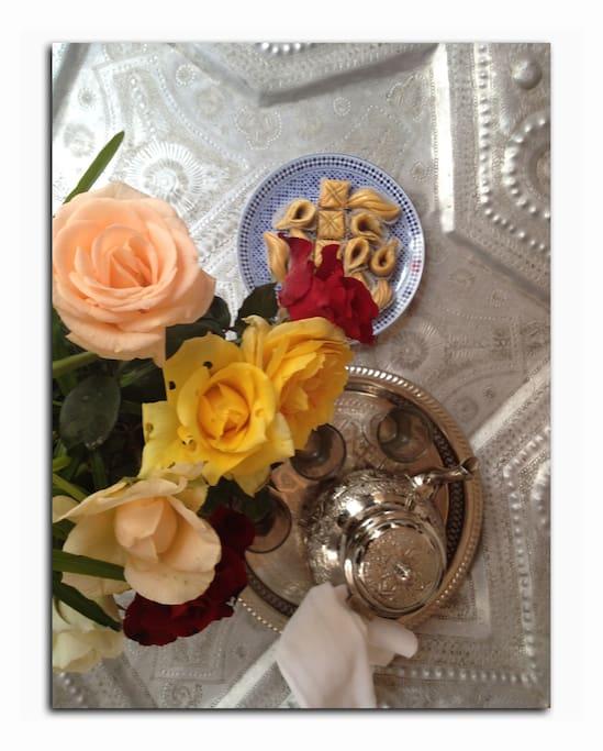 Thé et patisserie marocaine de bienvenue offert.