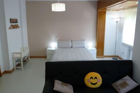 APARTAMENTO MODERNO, CÉNTRICO, WIFI-LOVELY! - Apartment