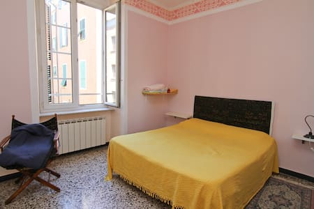 Stanza matrimoniale in pieno centro a Genova - Huoneisto