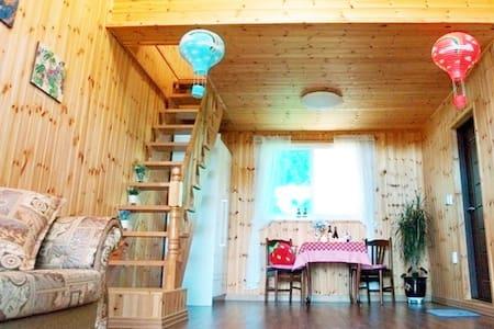 (백합)히노키나무로 인테리어된 복층구조의 가족룸입니다