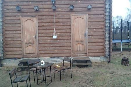 Полдома с отдельным входом - Zaslaŭje - House