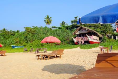 Sunbay Lanka Beach Resort - Bed & Breakfast