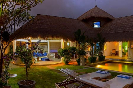 Aisha Bali Villa - Denpasar - Villa
