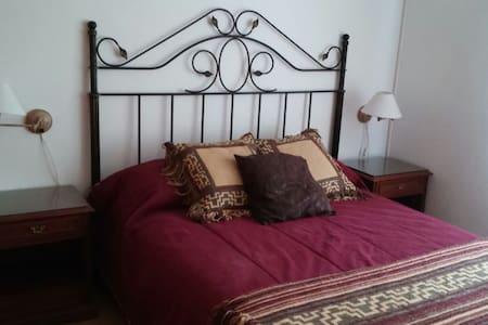 Habitación doble barrio residencial - Bed & Breakfast