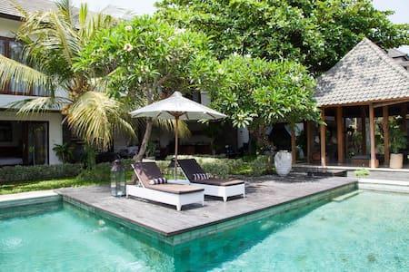 Villa Joglo- Luxury in Canggu