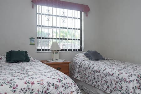 West Miami, FIU, room w 2 twin beds - Haus