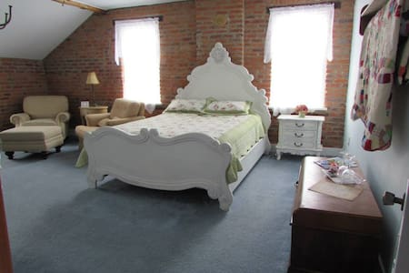 Historic B&B in the Amana Colonies (#2) - Szoba reggelivel