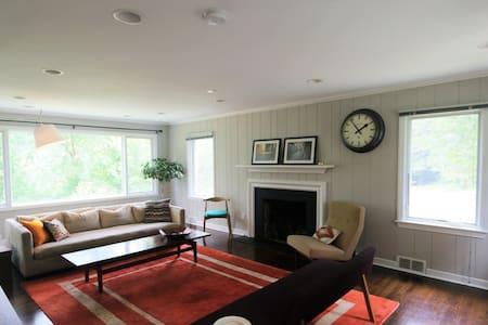 Bright Airy Cozy Home Close to Center City - Haus