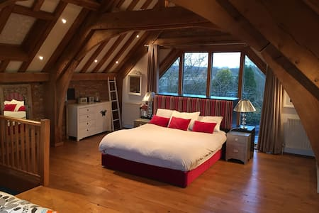 Luxury Barn Room near Le Manoir - House