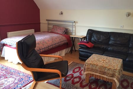 1 or 2 double rooms near Christies - Casa