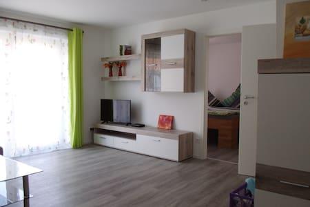 Apartment / Ferienwohnung Nürtingen Metzingen - Apartamento