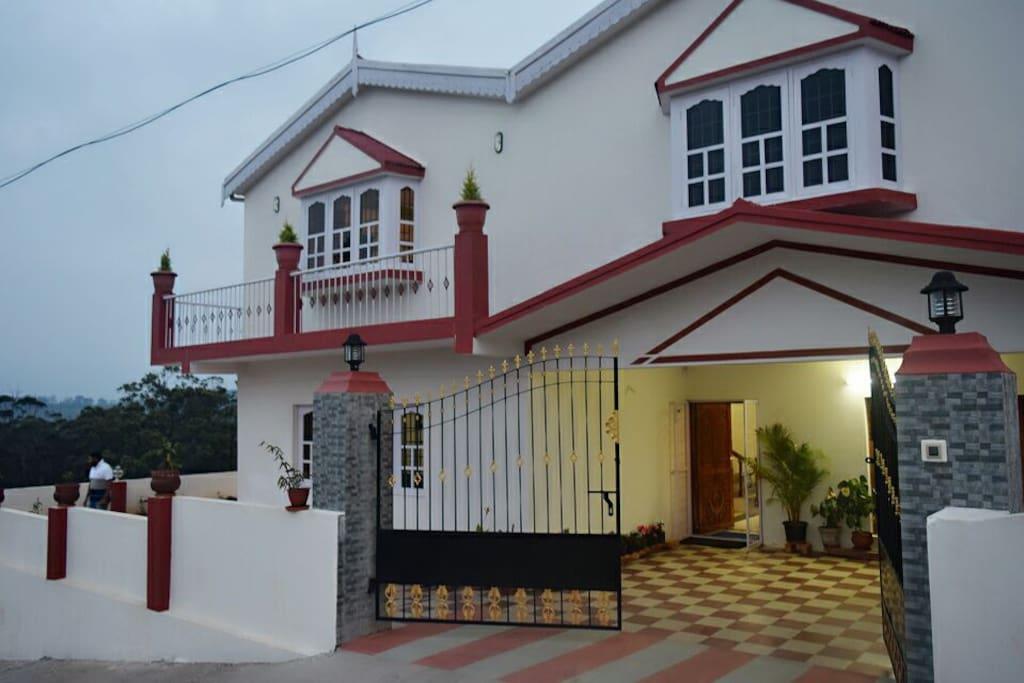 Four Delux bedroom bungalow